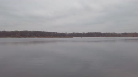 toendra : Panorama of a large lake or river on a cloudy dark autumn day