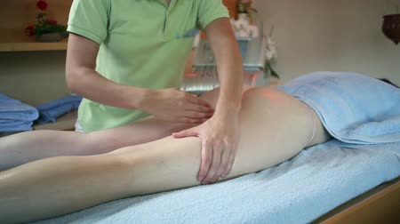 релаксация : Close up of female therapist massaging legs