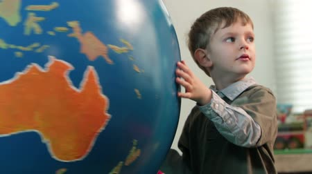элементарный : Close up on kids playing with Earth globe Стоковые видеозаписи