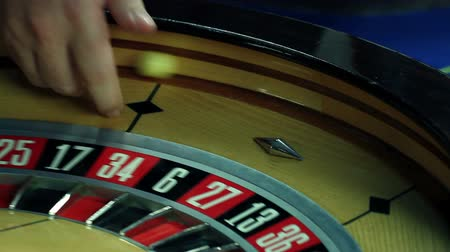 рулетка : Close up of roulette spinning around