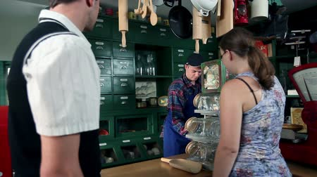 gotówka : Shot of customers who are buying different things in an old, retro shop Wideo