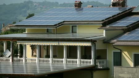 casas : Solar panels on the roof and balcony