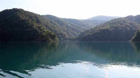 veslování : Shot of beautiful landscape in Plitvice national park,  made from the boat