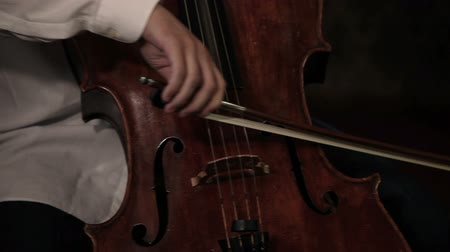 cselló : Close up pan shot of a cello player