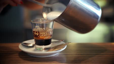 xícara de café : Still shot of pouring cup of coffee Stock Footage