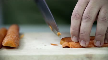 bıçak : Slicing carrot in small pieces