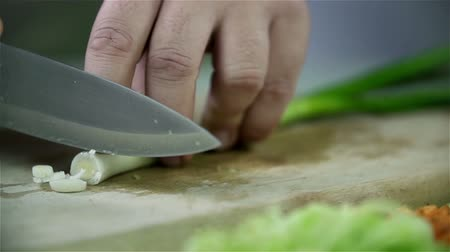 cebula : Slow cutting leek with knife