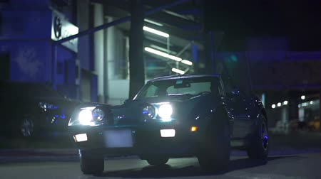 řídit : Corvettes drive by in slow motion at the night-time