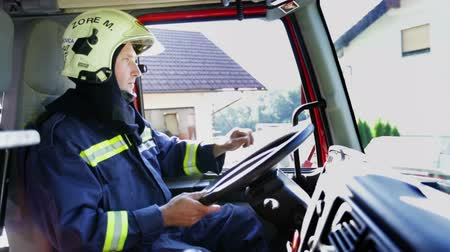 pilótafülke : Fireman in a firetrucks cockpit in full gear