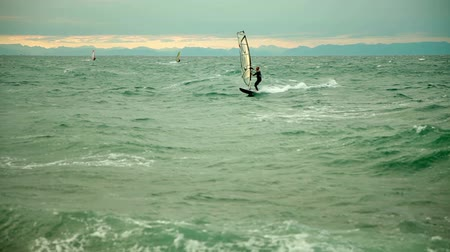 mare agitato : Windsurf in caso di maltempo