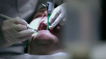 dişçi : Focus shift from dental apparatus to the dentist and the client