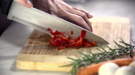gotowanie : Red pepper cut up into small parts