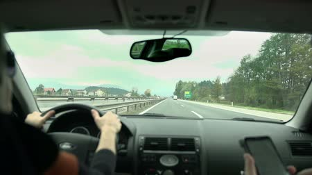 tükör : Driving on the highway in slow motion