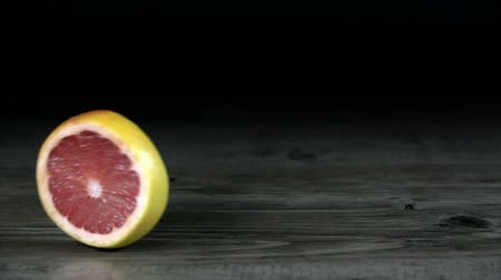 grejpfrut : Slice of grapefruit rolls over the screen