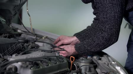 осмотр : Auto mechanic sticks a sticker to the engine