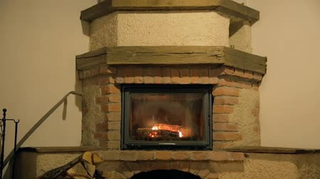 çatırtı : Built-in wood burning fireplace with basket in the front