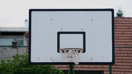 abroncs : Ball missesthe basket rim and bounces off Stock mozgókép