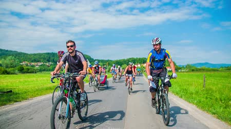 kırsal : VRHNIKA, SLOVENIA - JUNE 2014: Bicycle marathon competition around Vrhnika. SLOW MOV: Bicycle race in beautiful nature landscape