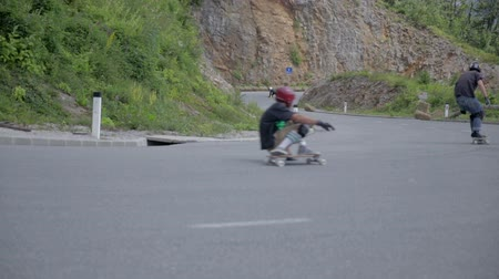deskorolka : OSILNICA, SLOVENIA - AUGUST 2014: Longboard at fast speed. Longboard skate competition at maximum speed in left sharp corner