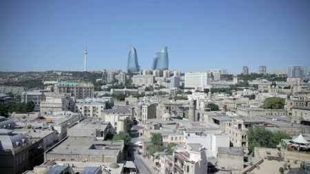 patrimonio : Flame Towers e vecchi Baku da Maiden Tower in Azerbaijan. Flame Towers e vecchi Baku dal punto di vista del hight Maiden Tower in Azerbaijan