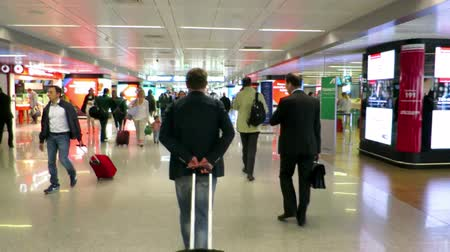 lobi : ROME, ITALY - MAY 2014: Businessman on airport go on a plane. Businessman with business suit  and suitcase try to catch the plane Stok Video