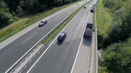 auto estrada : Traffic on a highway. Aerial shoot of a traffic in a highway where cars, trucks and motor passing by Vídeos