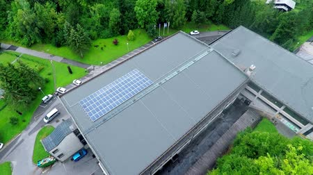 panel buildings : This is air view on school solar roof which is standing on a beautiful location in the middle of nature which is placed in a beautiful environment on countryside. Stock Footage