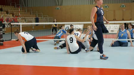 substituição : EVENT PARA-VOLLEYBALL PODÄŒETRTEK 11.10.2015: In this video, we can see how one player goes off the court and the other one replaces her.  Close-up shot.