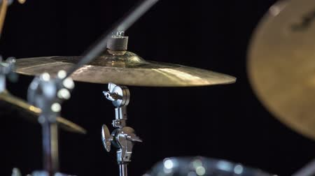 ゴージャス : Drummer performing and playing on ride cymbal.