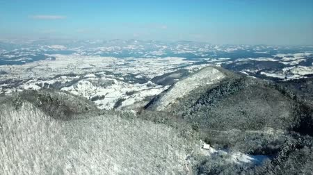 margem do rio : Its winter time and the whole landscape is covered with snow. The day is sunny yet cold.