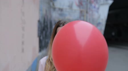 balonlar : Sad girl takes a red ball and smile Stok Video