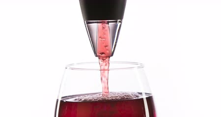 şarap kadehi : Pouring red wine and aerator