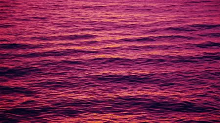 baleár : Ripple waves reflecting pink sunset afterglow