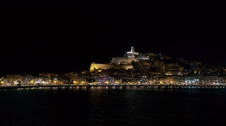 baleár : Ibiza old town castle Dalt Vila at night from a ship