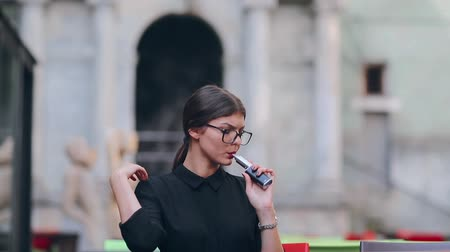 замена : girl with the electronic cigarette