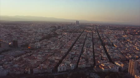 madryt : Fly over the evening Madrid with a view of the house and the road