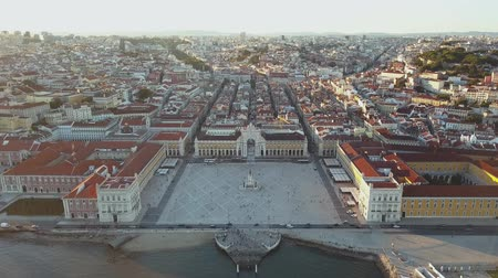 comercio : Rua Augusta with the famous Augusta Arch in Lisbon, Portugal Stock Footage