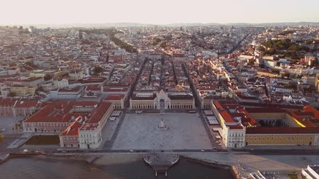 paco : Rua Augusta with the famous Augusta Arch in Lisbon, Portugal Stock Footage