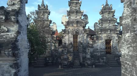 aanbidding : tempel in Bali Indonesië Stockvideo