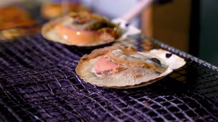 braçadeira : delicious king size scallop grilled on the bbq stove and heated to bubbling in a japanese restaurant.