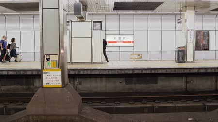 метро : Osaka,Japan-April 15, 2018: one train is leaving the subway station then another is arriving Стоковые видеозаписи