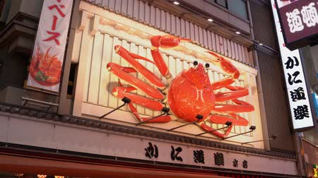 rákok : Osaka, Japan-April 15, 2018: auto red crab sign is hanging on the building and moving its claws slowly
