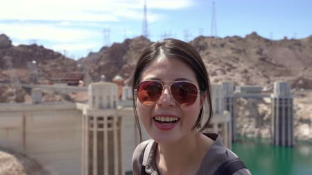 クイック : fast forward happy female tourist in sunglasses turn head smiling and looking joyful. 動画素材