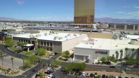 striptiz : LAS VEGAS, USA - MAY 28, 2018 : low angle to high of Trump International Hotel. many cars in parking lot under blue sunny day on summer weekends. modern gold tall skyscraper building in city. Stok Video