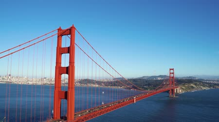 beautiful town with houses located on island connected with red iron Golden Gate Bridge San Francisco California. Wideo