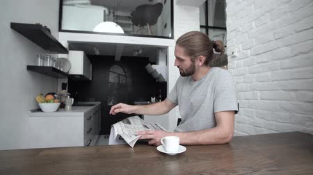 fabricado cerveja : Man With Newspaper Drinking Morning Coffee At Modern Kitchen