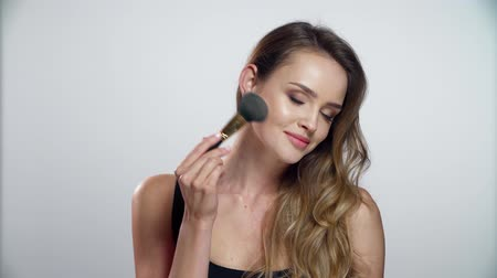 fashion girl : Woman With Beauty Makeup Using Facial Powder With Brush Stock Footage