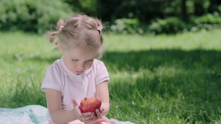 nutricional : Healthy Nutrition. Child Eating Juicy Apple Outdoors Vídeos