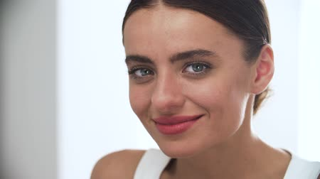 cosmético : Beauty. Attractive Woman With Beautiful Smile Closeup