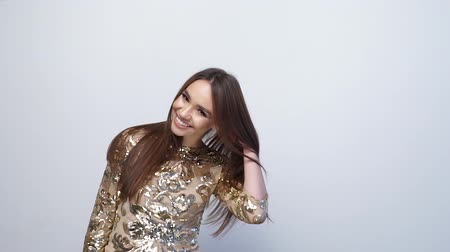 długie włosy : Fashion Girl With Long Hair In Gold Dress Having Fun On White Wideo